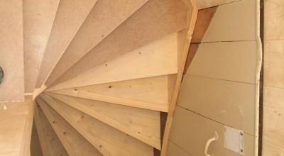 Maken van een Vuren houten trap met traphek, Lagedijk in Zaandijk