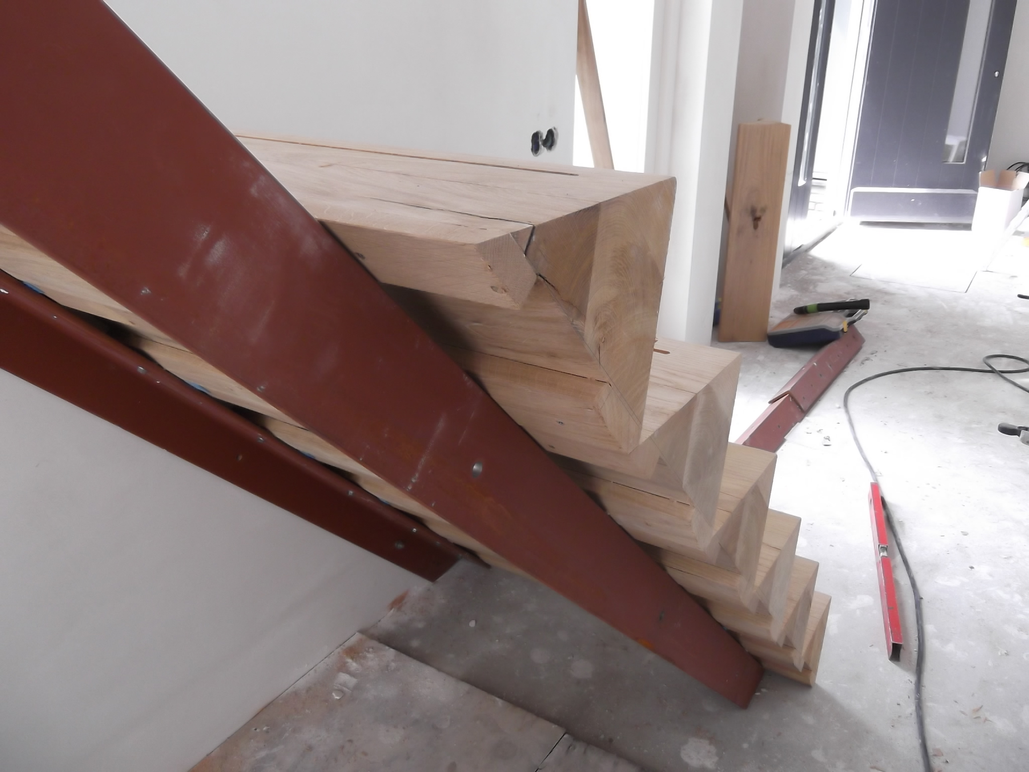 Koningsstijl nieuwbouw in moderne architectuur aan de middel in westzaan - Aanpassen van een houten trap ...