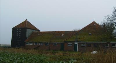 Diverse restauratiewerken aan de melkveeboerderij aan de Middel 270 in Westzaan